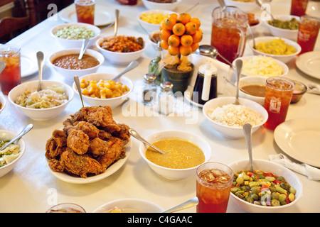 Mrs. Wilkes\' Dining Room, the Wilkes House restaurant, Savannah ...