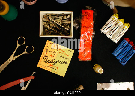 Hairdresser disguise tools of the 'Ministry for State Security' ( Stasi ) from the  former German Democratic Republic. - Stock Photo