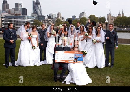 Ten Kate and William lookalikes compete to see who is the closest to the actual couple and win a year of free easyJet - Stock Photo
