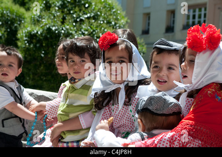 Boys and girls dressed in chulapas and chulapos - traditional costume, Lavapies, Madrid, Spain - Stock Photo