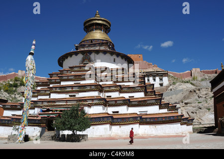 The Kumbum in Gyantse,Tibet. The Kumbum is a multi-storied aggregate of Buddhist chapels. Built in 1497, it forms - Stock Photo