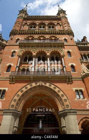 Entrance to the St Pancras Renaissance Hotel, London - Stock Photo