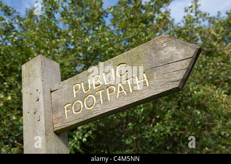 Wooden public footpath sign on post - Stock Photo
