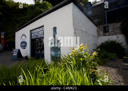 Tobermory Distillery visitor centre in Tobermory on the Isle of Mull, Inner Hebrides. - Stock Photo