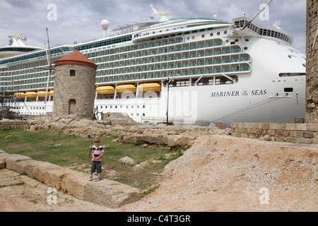 Royal Caribbean's Mariner of the Seas docked at the port in Rhodes, Greece. - Stock Photo