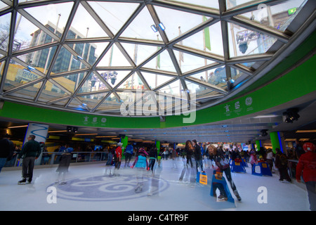 Families skating at the newly rennovated GE Plaza during the 2010 Winter Olympic Games, Vancouver, Canada - Stock Photo