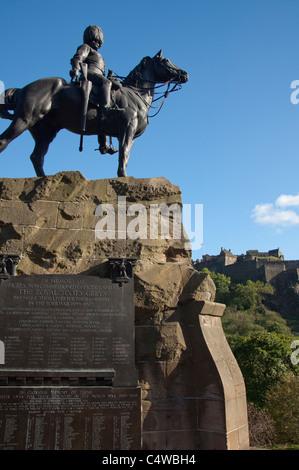 Scotland, Edinburgh, Princes Street. Royal Scots Greys Memorial to the Scottish soldiers of the Boer War. - Stock Photo