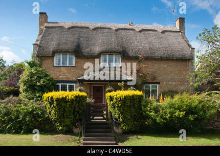 Cotswold thatched cottage in Chipping Campden, Gloucestershire, UK - Stock Photo