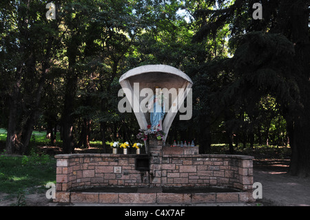 Shrine to Virgin and Child, with flowers and water bottles, Avenida Libertador, Park General San Martin, Mendoza, - Stock Photo