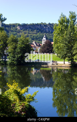 Locals gather by the river for a chat in the autumn sunshine at Cajarc in the Lot Valley, Lot, Quercy, France, Europe - Stock Photo