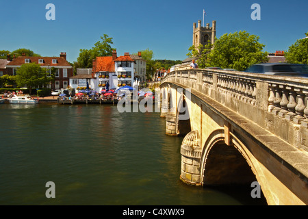 Henley Bridge, designed by William Hayward, crosses the River Thames from Remenham to Henley-on-Thames, Oxfordshire, - Stock Photo