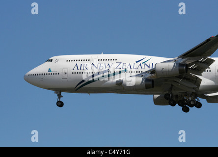 Air New Zealand Boeing 747-400 on arrival - Stock Photo