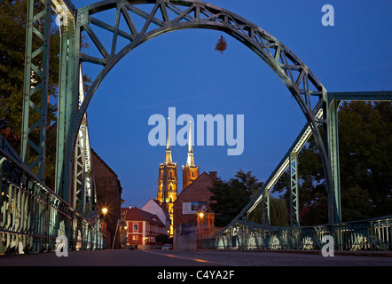 The Tumski Bridge with the Wroclaw Cathedral on the Cathedral Island (Ostrow Tumski), Wroclaw, Poland - Stock Photo