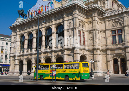 Sightseeing bus in front of Wiener Staatsoper the state opera house along Ringstrasse Innere Stadt central Vienna - Stock Photo
