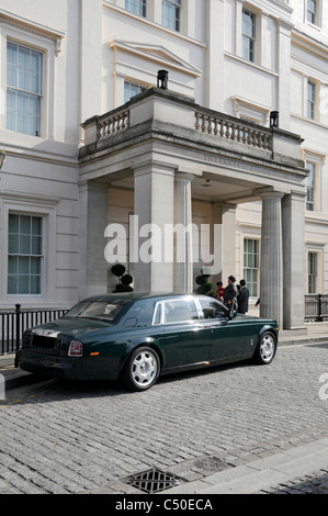 Hyde Park Corner limousine parked outside Knightsbridge entrance to Lanesborough luxury five star hotel guests & - Stock Photo