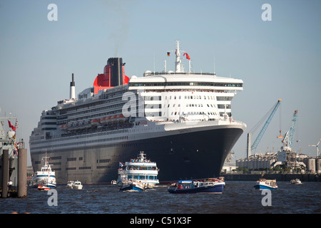 Cruise liner, Queen Elizabeth 2, parade of ships, birthday celebrations for the port of Hamburg in 2011,  Germany, - Stock Photo