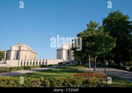 jardin et Palais de Chaillot, Trocadero garden and Palace of Chaillot - Stock Photo