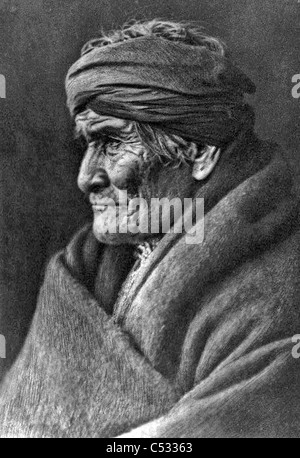 GERONIMO (1829-1909) native American leader of the Chiricahua Apaches in a 1905 photo by Edward Curtis Stock Photo