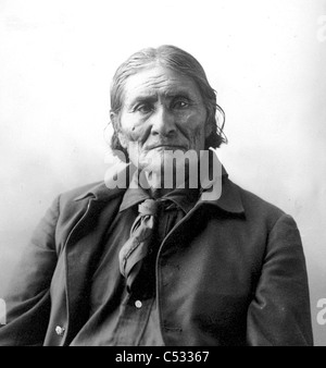 GERONIMO (1829-1909) native American leader of the Chiricahua Apaches photographed by Frank Rinehart in 1898 Stock Photo