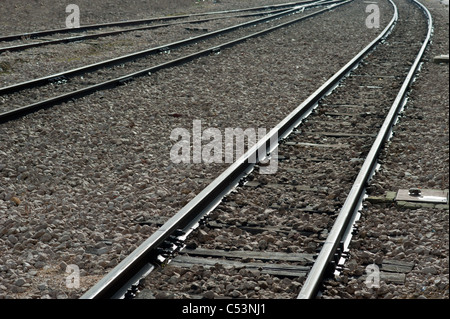 Several converging railway tracks in curve to the left