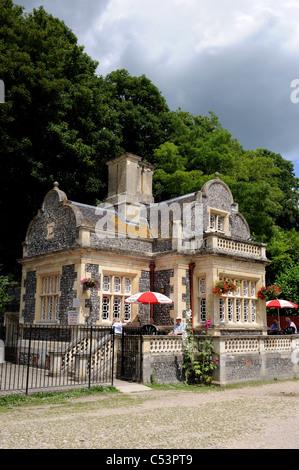 Swanbourne Lodge beside the lake in Arundel UK - Stock Photo