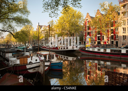 The Netherlands, Amsterdam, 17th century houses and houseboats at canal called Keizersgracht. Unesco World Heritage - Stock Photo