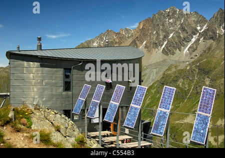 The futuristic Cabane du Velan with its six solar panels in front of Mt Grande Aiguille des Maisons Blanche, Valais, - Stock Photo