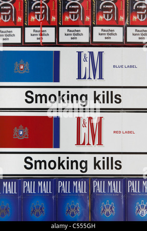 warning 'smoking kills' on cigarette packs - Stock Photo