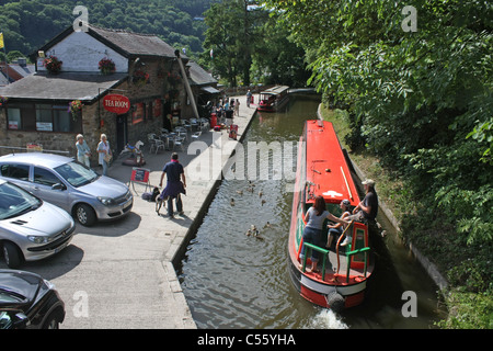 Barge on Llangollen canal - Stock Photo