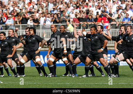 All Blacks rugby team from New Zealand performing the ...