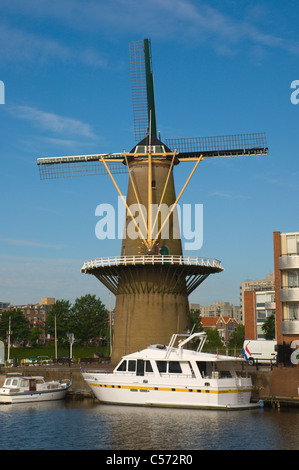 Molen de Distilleerketel windimill Voorhaven canal Delfshaven district Rotterdam  the Netherlands - Stock Photo