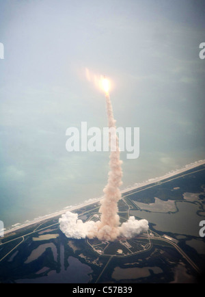Atlantis STS-135 lifts-off on the final space shuttle mission at NASA's Kennedy Space Center in Florida. - Stock Photo