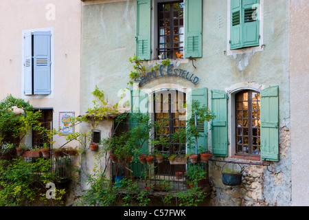 Moustiers-Sainte-Marie, France, Europe, Provence, Alpes-de-Haute-Provence, village, house, home, window, balcony - Stock Photo