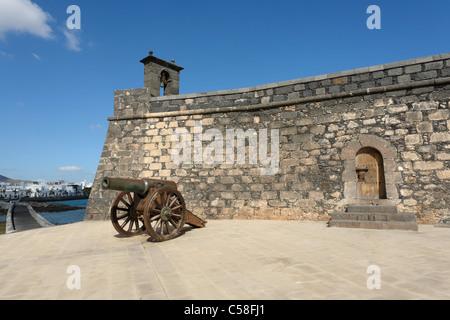 Spain, Lanzarote, Arrecife, Castillo de San Gabriel, Islote de loose Ingleses, cannon, castles, detail, building, - Stock Photo