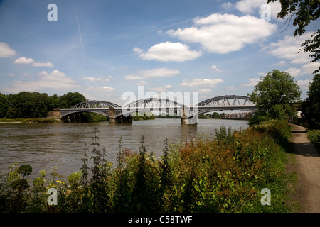 river thames barnes railway bridge london Stock Photo
