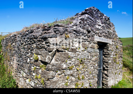 Disused stone building forming part of Fishguard Fort, defending the Lower Town Harbour, built in 1780. - Stock Photo