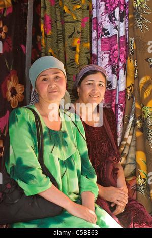 Fabric vendors, Urgut market, Samarkand, Uzbekistan - Stock Photo