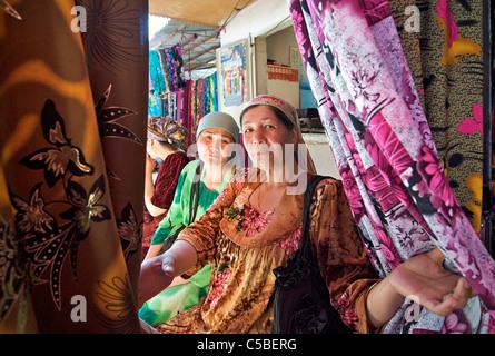 Uzbeki fabric vendors, Urgut market, Samarkand, Uzbekistan - Stock Photo