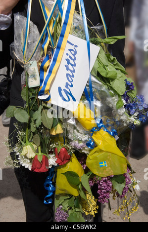 Close-up of a bouquet with congratulations note on it - Stock Photo
