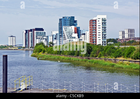 Glasgow Harbour Terraces housing on the River Clyde at Partick in Glasgow Scotland - Stock Photo