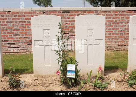 Graves of father and son killed on the same day in the same action during the Battle of the Somme WW1 - Stock Photo