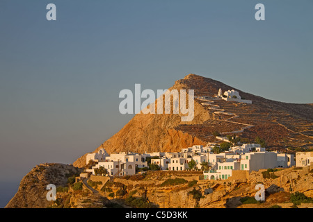 The picturesque town of Chora on Folegandros island, Greece, at sunset; the church of Virgin Mary sits on top of - Stock Photo