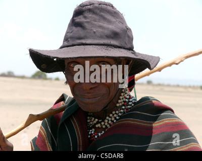TANZANIA Watatulu tribesmen of Miyuguyu, Shinyanga district. Old man. photograph by Sean Sprague - Stock Photo