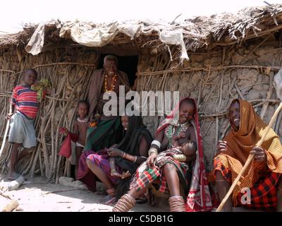 TANZANIA Watatulu tribesmen of Miyuguyu, Shinyanga district. Family group by the doorway of their mud and stick - Stock Photo
