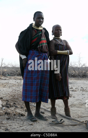 TANZANIA Watatulu tribesmen of Miyuguyu, Shinyanga district. Young and older woman. photograph by Sean Sprague - Stock Photo