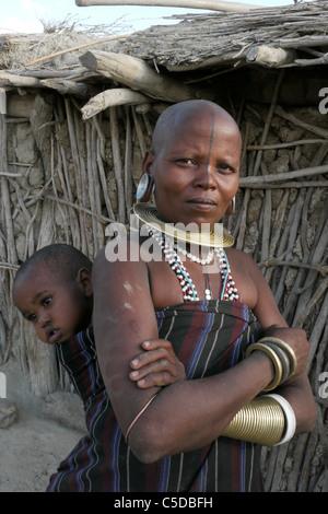 TANZANIA Watatulu tribes people of Miyuguyu, Shinyanga district. Young woman with her baby. photograph by Sean Sprague - Stock Photo