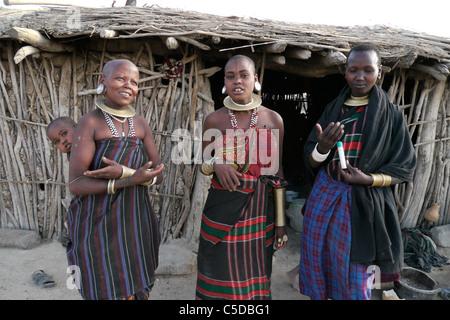 TANZANIA Watatulu tribeswomen of Miyuguyu, Shinyanga district. photograph by Sean Sprague - Stock Photo