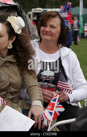 THE ROYAL WEDDING DAY 2011, a patriotic American lady in Green Park soaks up the excitement of the day amongst Royal - Stock Photo