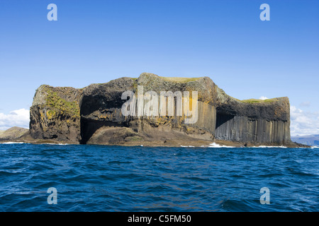 Staffa. McKinnon's Cave on left, entrance to Boat Cave on right. Scotland, UK. - Stock Photo