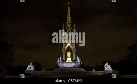Night view of the Prince Albert Memorial in Kensington Park, opposite the Royal Albert Hall - Stock Photo